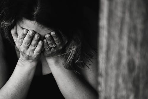 Faire son deuil après la perte de son conjoint : comment faciliter le processus ?